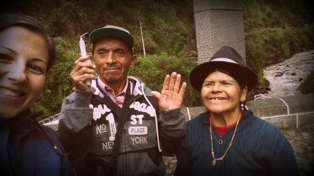 Kolombiya tarafında bulunan Las Lahas Kilisesini ziyarete gelmiş olan Ekvador'lu çift